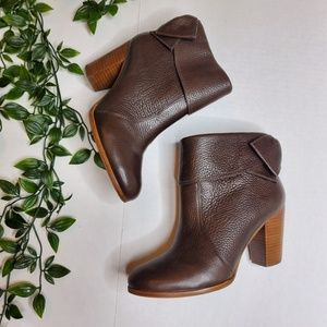 Antonio Melani Size 6 Leather Ankle Boots